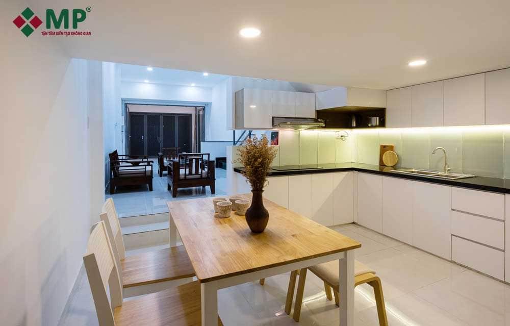 phòng bếp và phòng khách sau sửa chữa